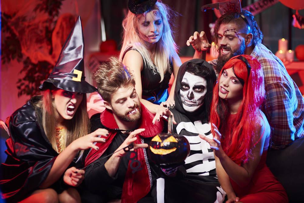 Organizar una fiesta de disfraces sin caer en topicazos